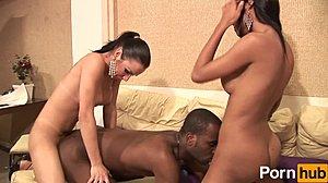 Großer schwarzer Schwanz Threesome